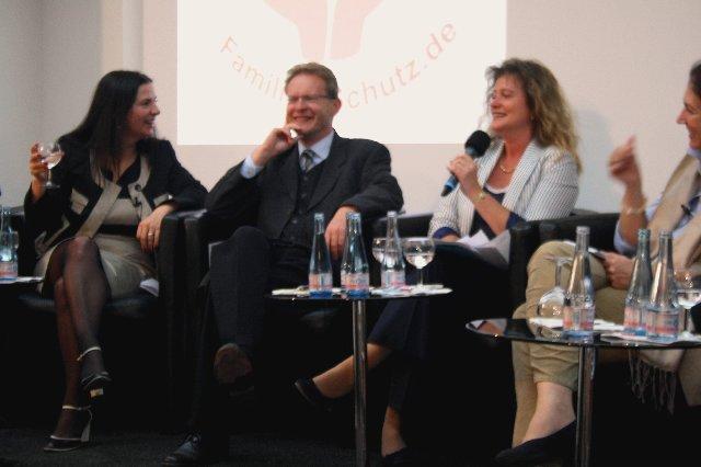 Forum familie in berlin wohin steuern politik und medien die familien